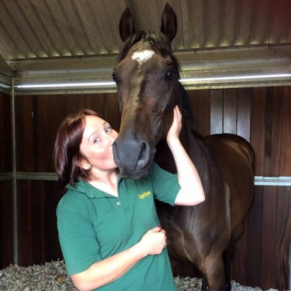 A kiss for Pass Muster from Julie - almost a perfect day, a close 2nd at Musselburgh