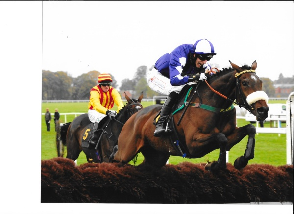 Lady Buttons wins at  Worcester on her hurdles debut.