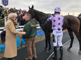 Joyce Porter chatting to Victor after the race who led up Oak Vintage